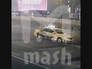 В женщину у ТЦ Ривьера отлетело колесо от грузовика