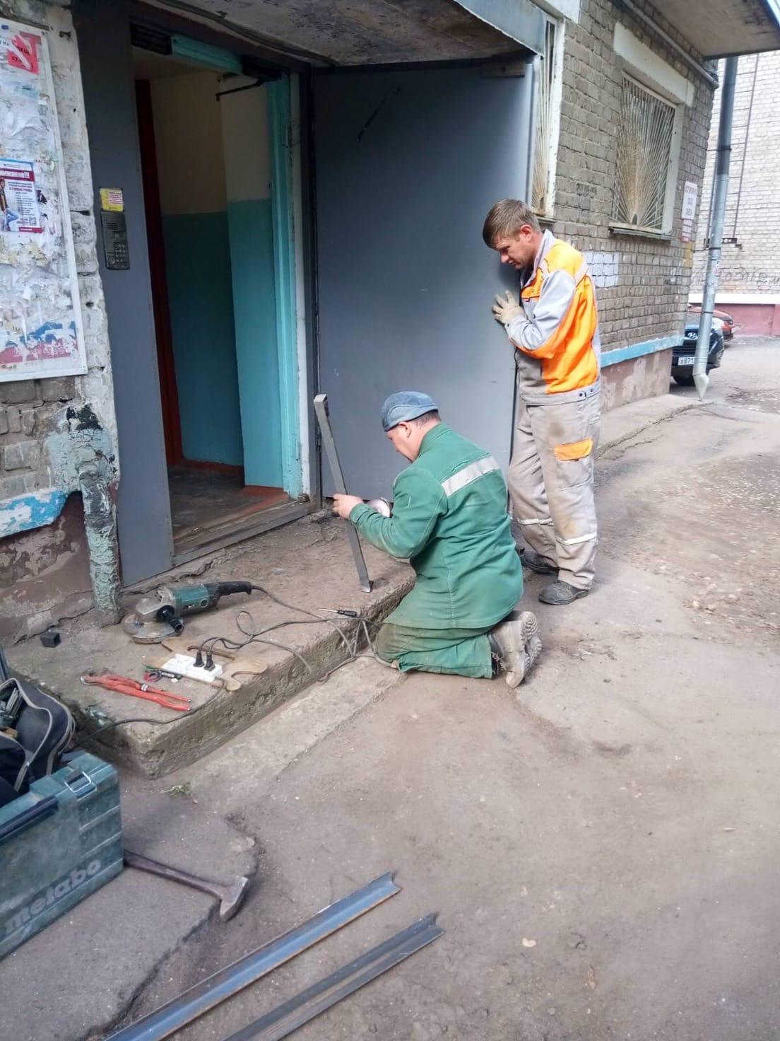 Улица Большева дом 10 подрезка дверей, ремонт