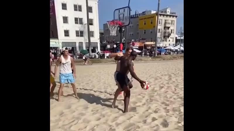 Пляжный баскетбол⁉️ Вы такое видели