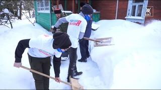 «Рейд доброты» в Хорлово. Госадмтехнадзор с волонтёрами почистили снег во дворе дома ветерана войны