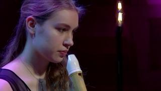 Performance Lucie Horsch at the Doelen