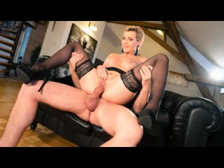 MomXXX - Russian MILF Romanced in Stockings / Subil Arch
