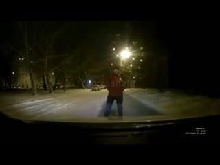 Когда ну просто нет сил пропускать автомобили ночью. Челябинск.