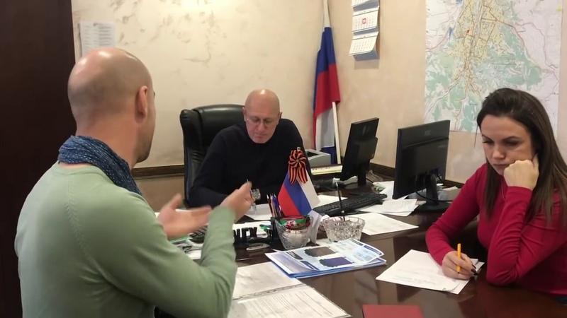 Принимает сам начальник угх Соболев