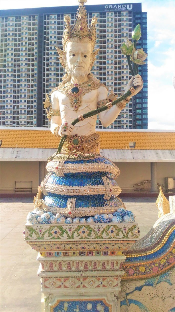 Храм Дэвида Бекхэма Ват Париват
