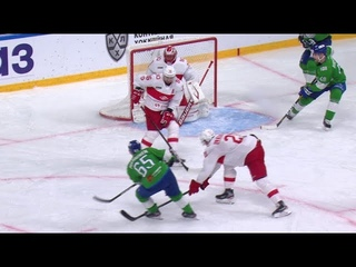 Manninen scores thanks to nice cross-ice pass from Granlund