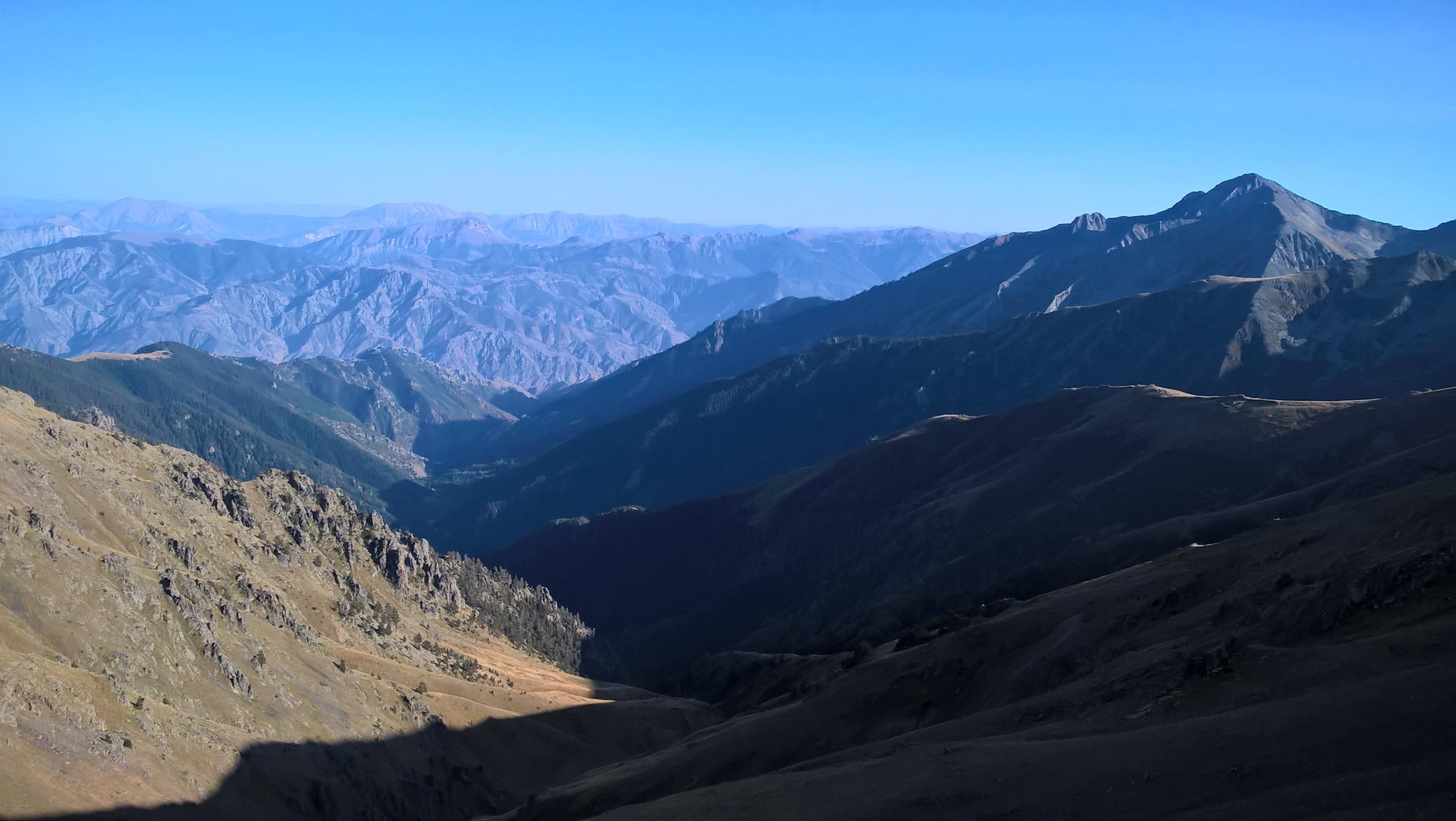 В горах ходить в сандалиях