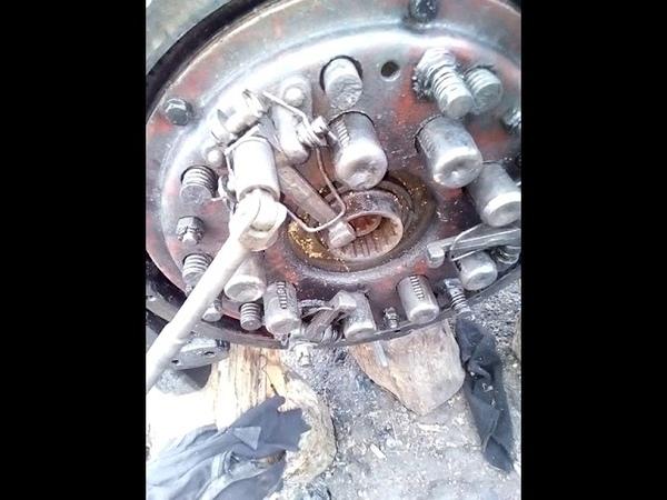 Регулювання зчеплення на розірваному тракторі ЮМЗ6