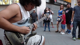 Arpeggios at the speed of light - Amazing street guitar performance by Damian Salazar