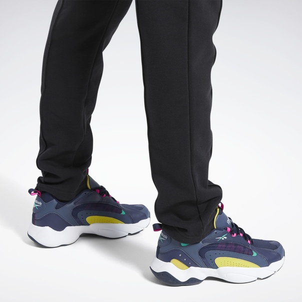 Спортивные брюки Classics Vector image 6