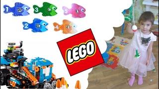 Kids Fishing. LEGO BOOST Challenge. ЧЕЛЛЕНДЖ рыбалка + СТРЕЛЯЮЩИЙ Лего-РОБОТ Бульдозер против рыбок!