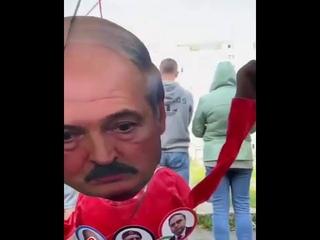 Лукашенко отправили в космос. Классный перфоманс от минчан!