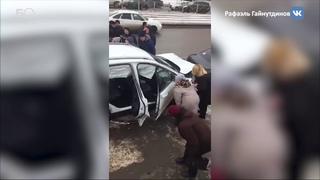 Ford протаранил 8 автомобилей на Гвардейской улице в Казани