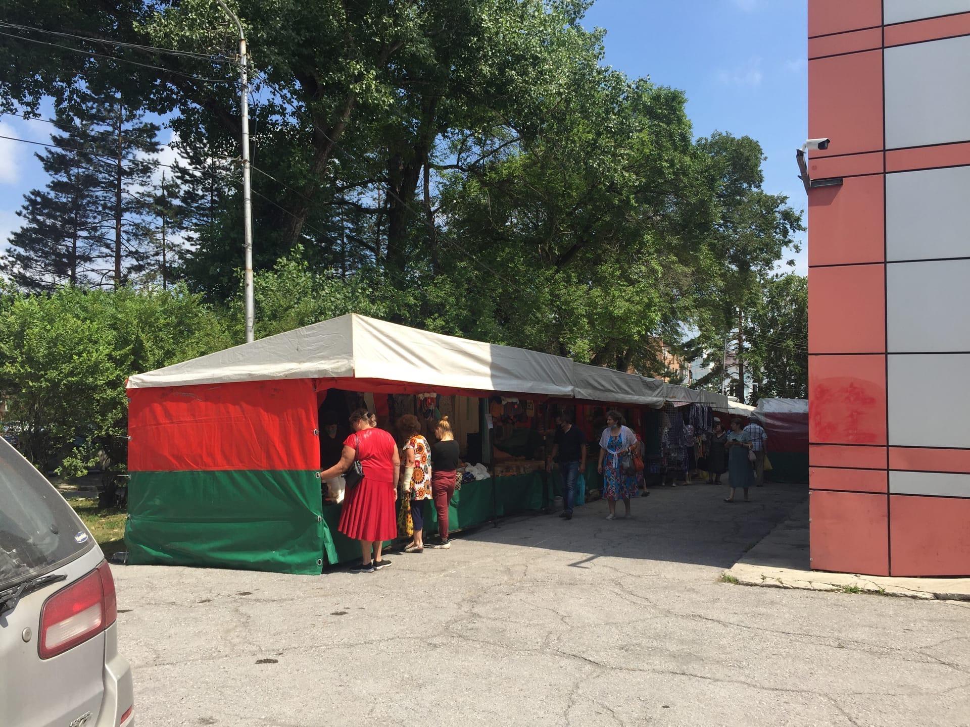 Ярмарка белорусских товаров прошла сегодня возле кинотеатра Аврора.