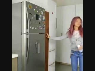Узкий шкаф на колесиках для кухни