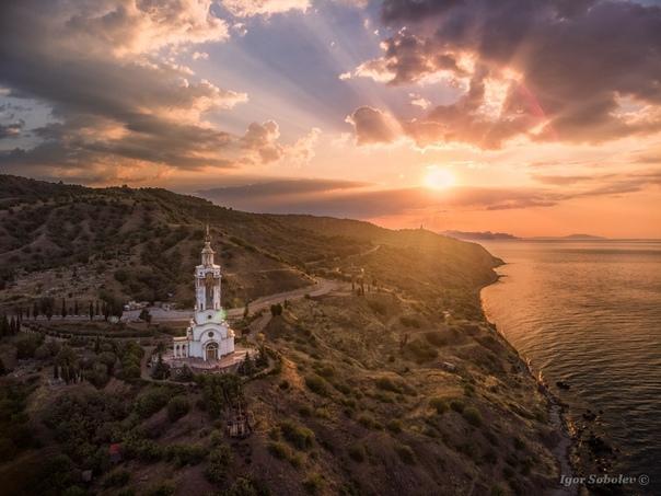 Храм-маяк Николая Чудотворца Мирликийского на рассвете (Малореченский, Крым)