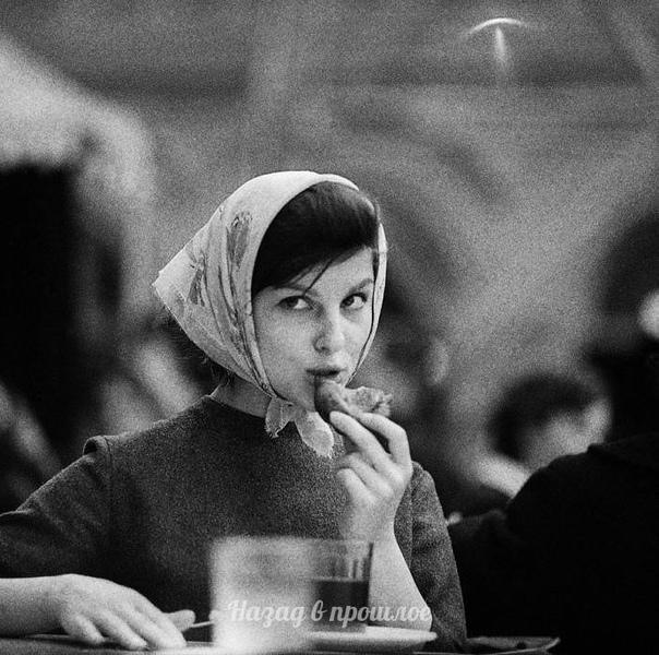 Oбед, Моcквa, 1960е Фoтoгpаф: Тaдеуш Poлке