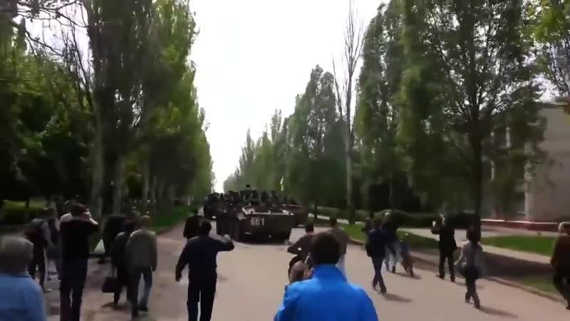 10 07 2014 Краматорск жители проклинают укр солдат в городе