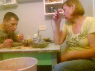 номеня тетя ругаетца иза плохих картинак втелефоне маё паследняя