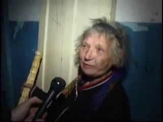 Бабка-пожар: А потому что ты мне не котируешься. Я даю, кому я хочу, блядь, и если ты мне никто, блядь, то ты мне и нахуй не упал