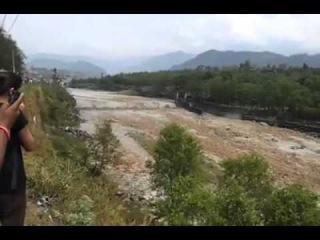 Сход лавины вызвал наводнение в Непале