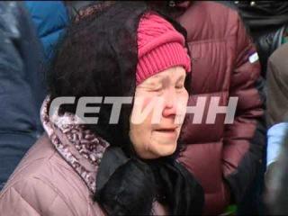 Сотни людей пришли проститься с девушкой, замученной и убитой в заброшенном доме в центре города