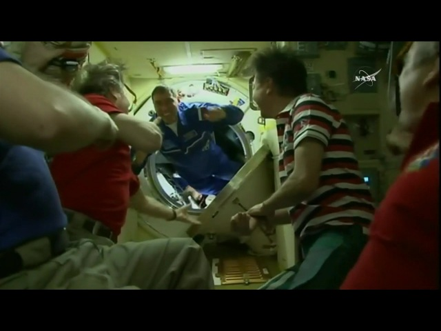 [ISS] Hatches Open Between Soyuz TMA-18M and ISS
