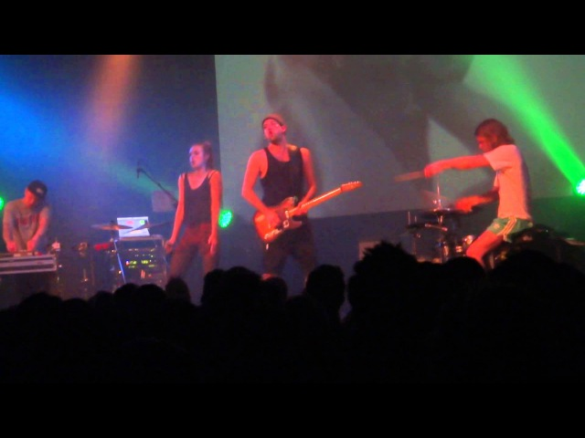 MØ Red In The Grey Live @ Le Botanique