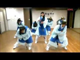 BTS ( 방탄소년단 )  Dance to DANGER in Hanbok