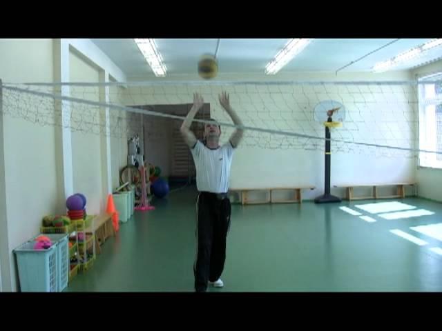 Броски мяча через волейбольную сетку