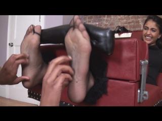 Prya black nylon tickle