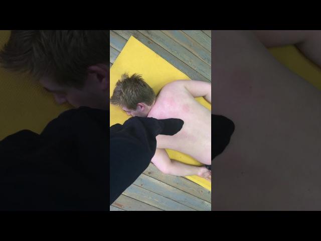 Костоправская Правка ногами на полу Слабонервным не смотреть