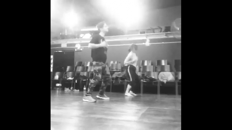 Violettos dancing to Si Te Tuviera