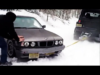 Stupid drivers pulls car! (How NOT to pull the car) - Ultimate Driving Fails
