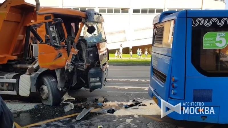 DTP avtobus samosval