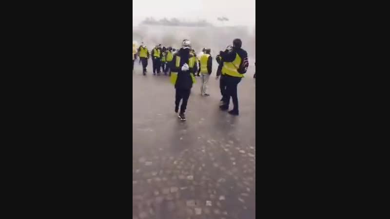 En marche pour la révolution un reportage en video live de Yannick Krommenacker