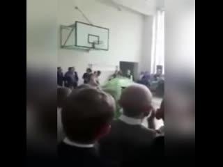 Нападение на директора школы на линейке