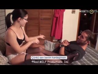 Üvey Kızının Yanan Amcığını Üvey Oğluna Söndürtüyor Türkçe Altyazılı Porno - HDX Porno