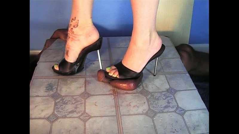 Shoeplay stories with foot slave woman