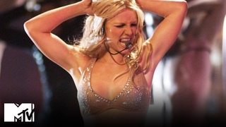 Britney Spears Performs 'Oops! I Did It Again' / 'Satisfaction' at the 2000 VMAs 🤩 MTV