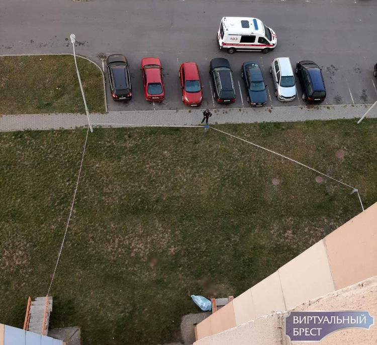 В Бресте на ул. Сальникова из окна выпал мужчина