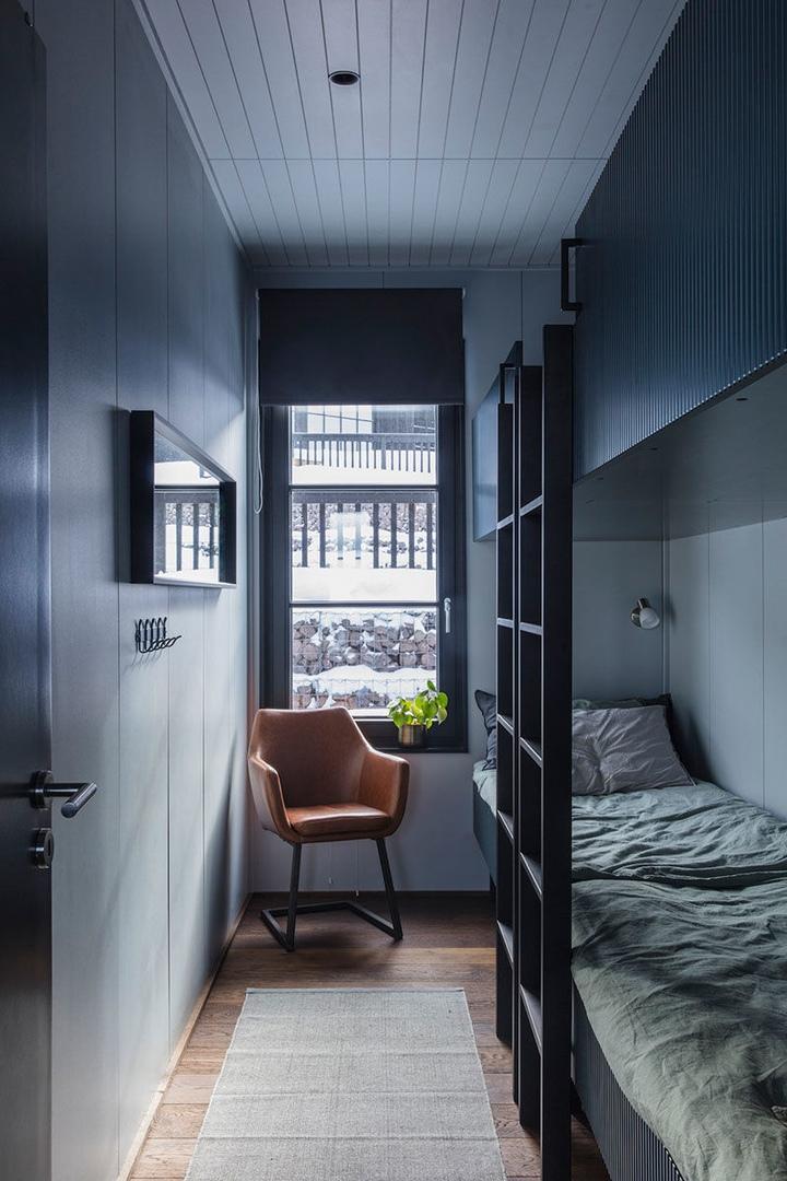 Пример компактного современного жилья, в котором стильный скандинавский дизайн пропитан атмосферой зимнего шале