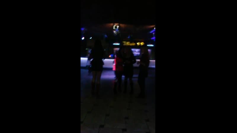 немного танцев