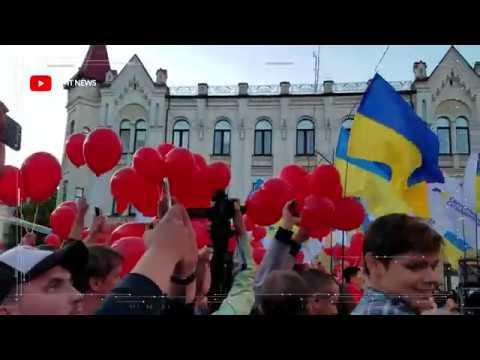 Порошенко знов згадав Лермонтова у Житомирі Йому не дають спокою кульки Шарія Він хотів би собі такі