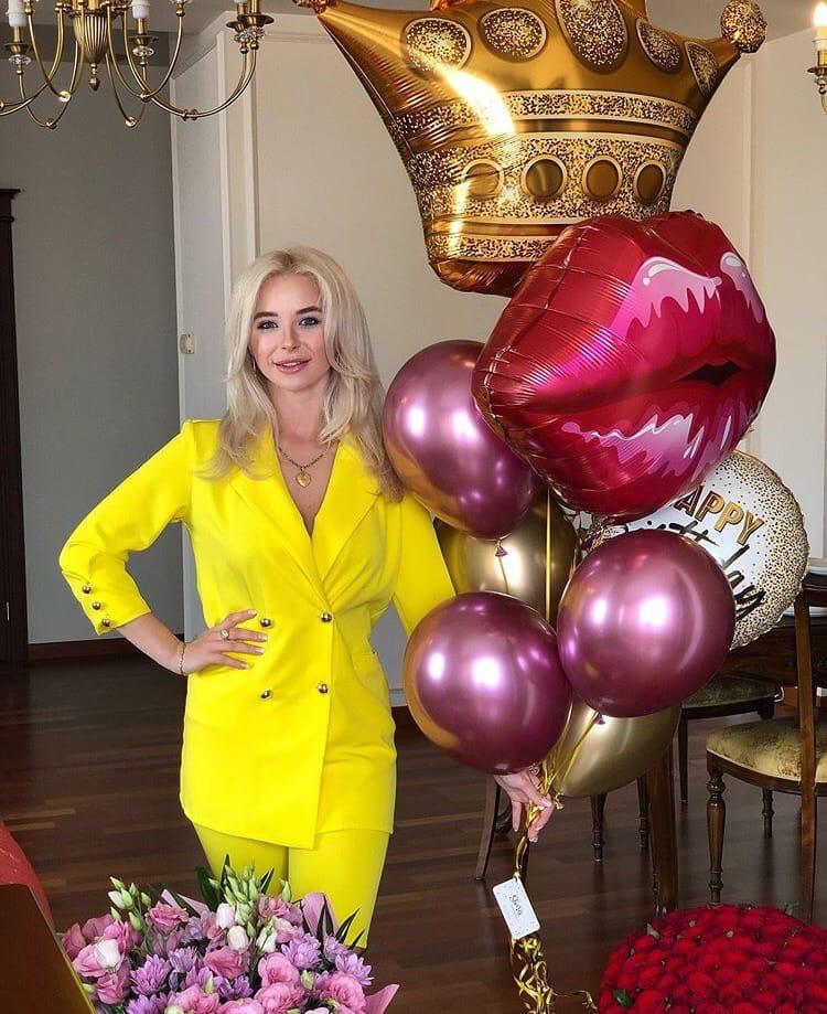 Bachelor Ukraine - Season 10 - Max Mihailuk - Contestants  - *Sleuthing Spoilers* V2mRcgMwhS8
