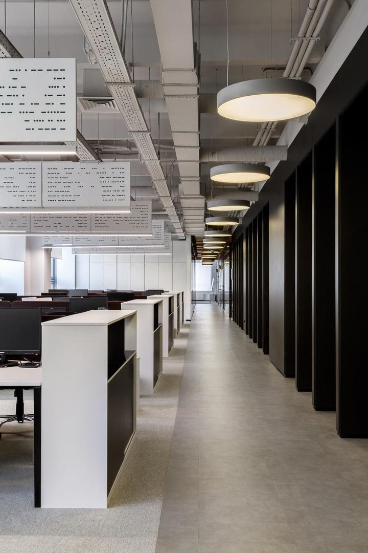 Минималистичный офис «Ростелеком» на Тверской  от Бюро Arch(e)type