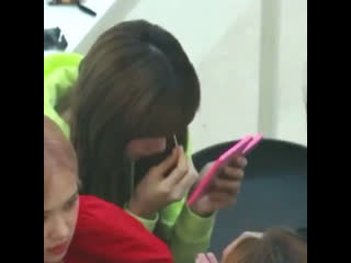 lisa putting contacts eyes