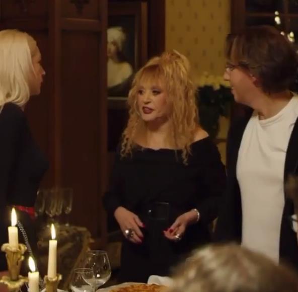 Алла Пугачева снялась у Анастасии Ивлеевой в современном «Голубом огоньке» Цитируем певицу:- Сделала