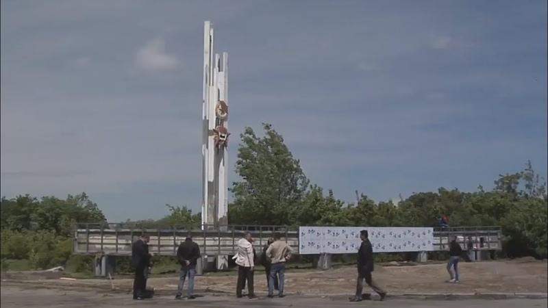 Строители приступили к ремонту стел на въездах в Луганск