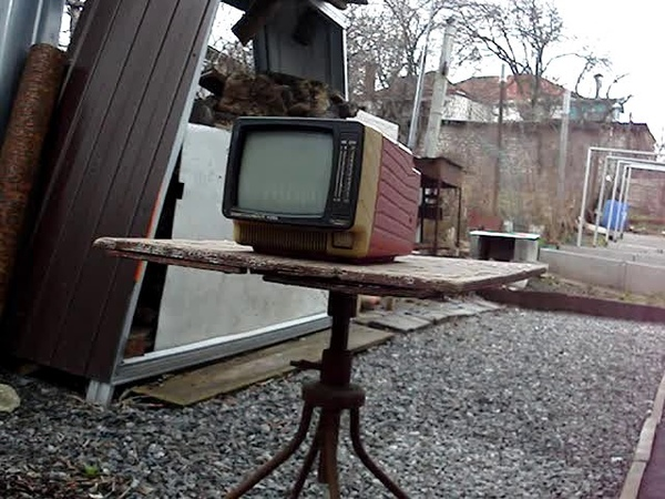 Crosman 1322 against TV set